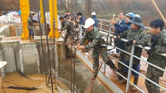 Thêm một thủy điện gặp sự cố, phải xả lũ khẩn cấp ảnh 1