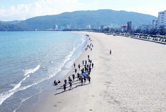 200 người chạy mỗi km nhận 1 USD, gây quỹ vì đại dương không rác ảnh 8
