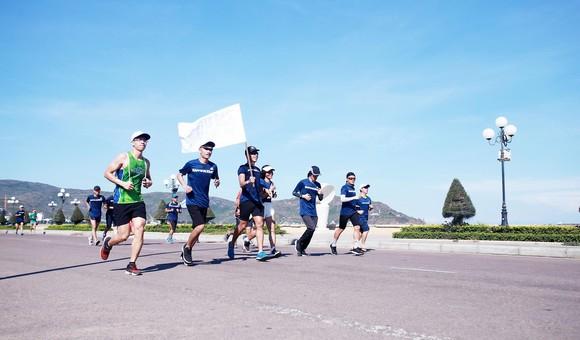200 người chạy mỗi km nhận 1 USD, gây quỹ vì đại dương không rác ảnh 9