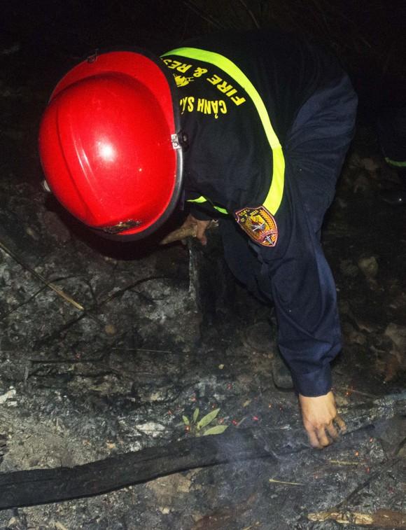 Núi giữa thành phố Quy Nhơn bùng lửa, uy hiếp hàng trăm hộ dân ảnh 15