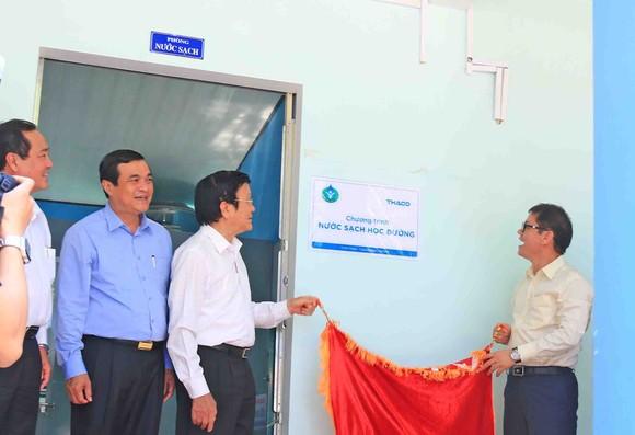 4,5 tỷ đồng mua máy lọc nước trao tặng cho 49 trường học huyện Núi Thành   ảnh 4