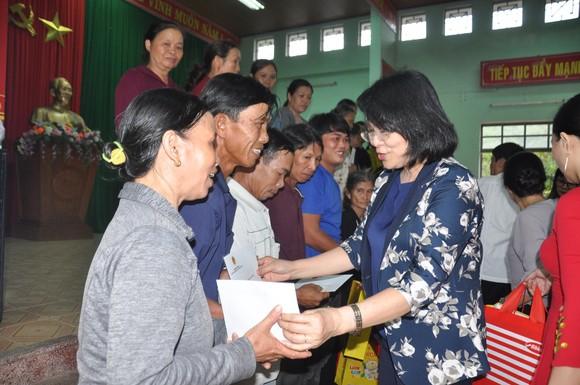 Thủ tướng Chính phủ trao quà cho 300 trẻ có hoàn cảnh đặc biệt khó khăn tại Quảng nam ảnh 2