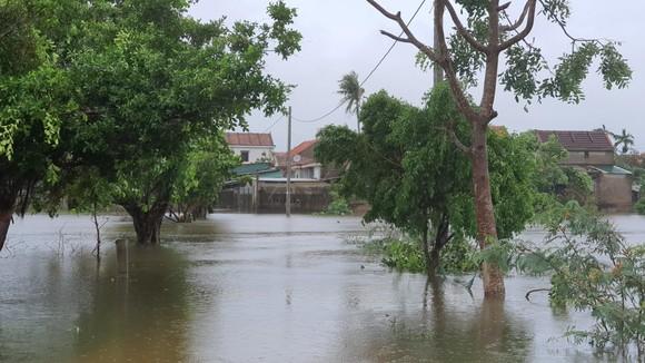Lũ lớn chia cắt nhiều địa phương ở Quảng Bình ảnh 2