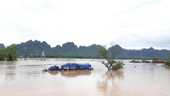 Lũ lớn chia cắt nhiều địa phương ở Quảng Bình ảnh 4