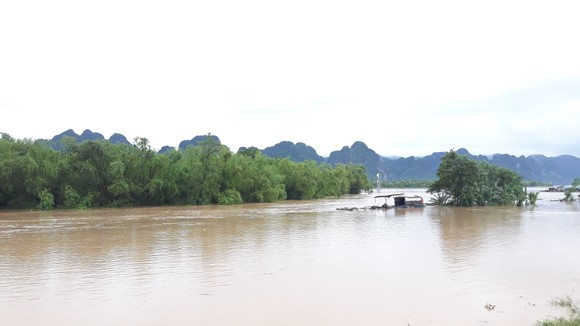 Lũ lớn chia cắt nhiều địa phương ở Quảng Bình ảnh 6