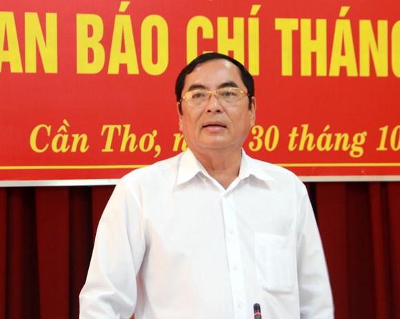 Giao ban báo chí TP Cần Thơ: Nhiều câu hỏi về vụ đổi 100 USD chưa được trả lời dứt điểm ảnh 3