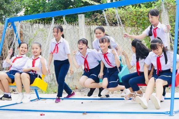 Trao sân chơi, tủ sách thiếu nhi cho trẻ vùng xa tỉnh Tây Ninh ảnh 5
