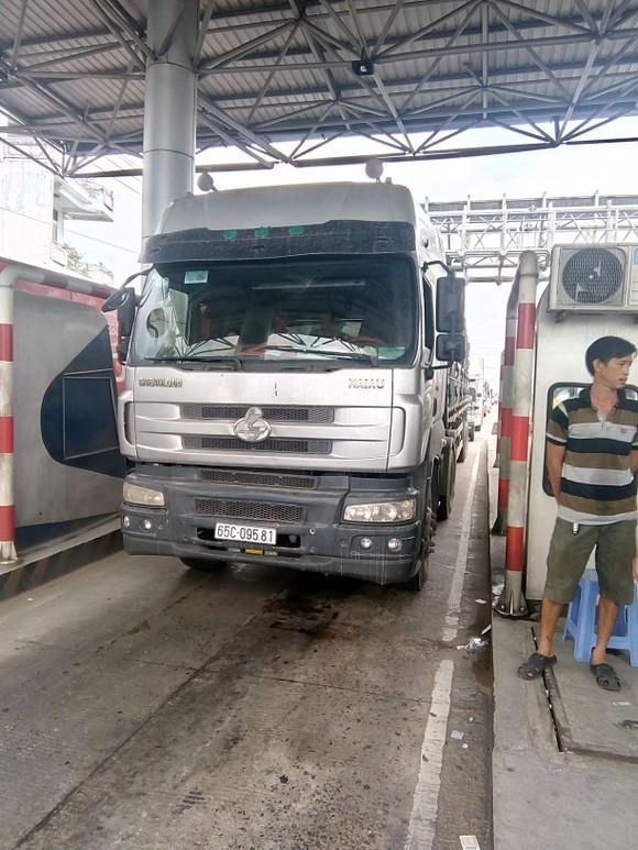 Tài xế tiếp tục không mua vé gây ùn ứ xe ở trạm BOT Cần Thơ - Phụng Hiệp ảnh 4