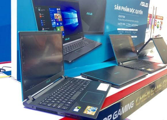 FPT Shop lên kệ độc quyền laptop gaming ASUS F560 ảnh 1