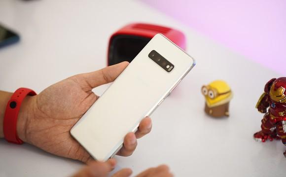 Người dùng Galaxy S9 Plus tiết kiệm đến 6,7 triệu khi lên đời Galaxy S10 Plus tại Di Động Việt ảnh 1