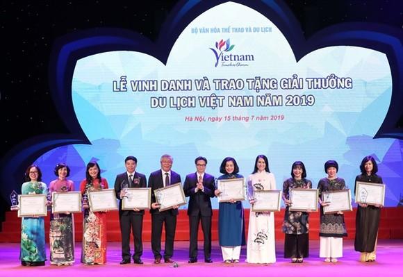 Trao tặng 100 Giải thưởng Du lịch Việt Nam 2019  ảnh 2