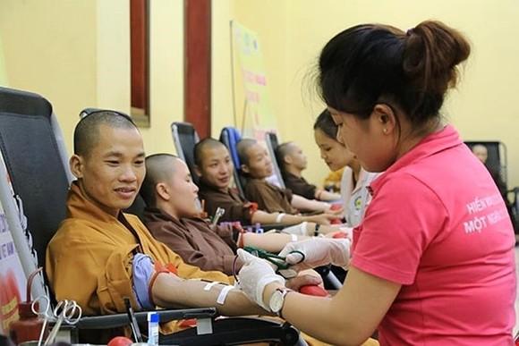 Hàng trăm tăng ni, phật tử tham dự ngày hội Hiến máu cứu người - Hành Bồ Tát đạo ảnh 4