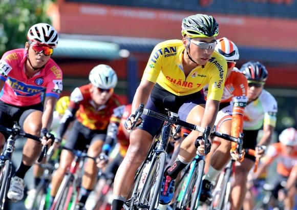 Giải xe đạp Về Nông Thôn: Nguyễn Văn Bình đánh bại Duy Nhân gia tăng điểm áo xanh ảnh 1