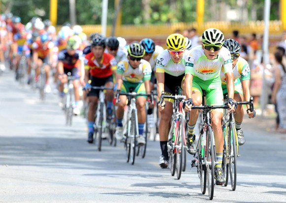 Tay đua Endenrbat mặc áo vàng chung cuộc giải xe đạp Về Nông Thôn 2019  ảnh 2