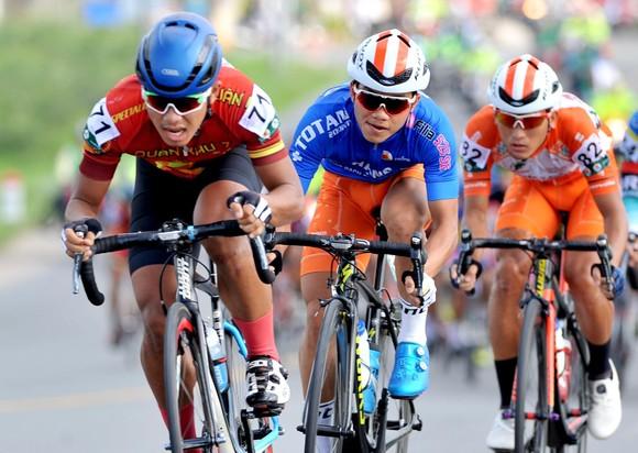 Tay đua Endenrbat mặc áo vàng chung cuộc giải xe đạp Về Nông Thôn 2019  ảnh 1