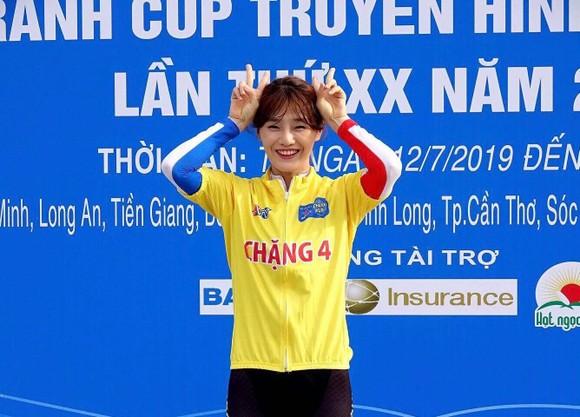 Tay đua Kim Hyun Ji giành cú đúp áo vàng lẫn áo xanh.