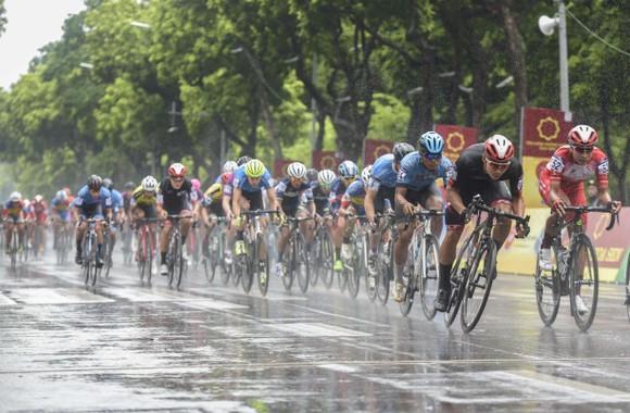Giải xe đạp quốc tế VTV Cúp: Cuộc đọ sức nước rút của các tay đua gốc Hàn  ảnh 1