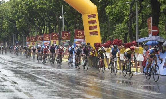 Giải xe đạp quốc tế VTV Cúp: Cuộc đọ sức nước rút của các tay đua gốc Hàn  ảnh 3