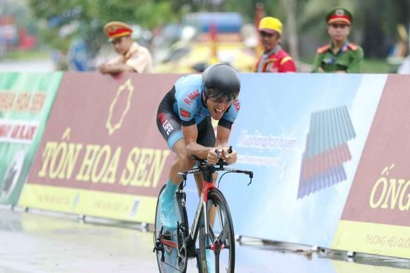 Giải xe đạp quốc tế VTV Cúp: Tay đua Loic vẫn là ông Vua cá nhân tính giờ ảnh 1