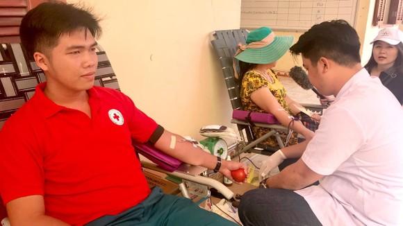 Người dân Cần Giờ tham gia hiến máu