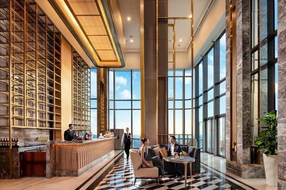 Có gì bên trong khách sạn siêu sang cao nhất Đông Nam Á? ảnh 1