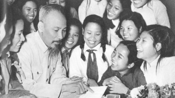 50 năm thực hiện di chúc của Chủ tịch Hồ Chí Minh: Phải thực sự coi giáo dục là quốc sách hàng đầu ảnh 1