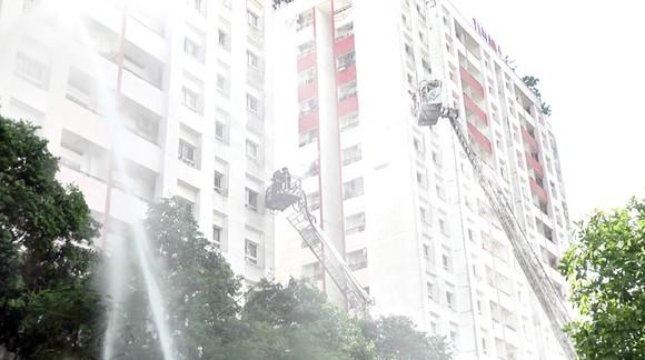 Diễn tập chữa cháy, cứu hộ bằng xe thang tại chung cư Thái An 3 và 4 (quận 12, TPHCM)