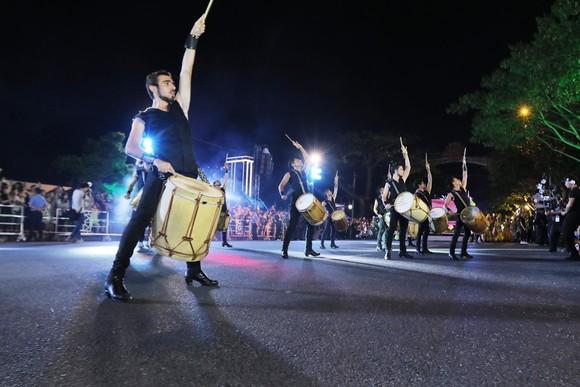 """Carival đường phố DIFF 2019: Đà Nẵng """"vui không khoảng cách"""" tối 16-6 ảnh 7"""