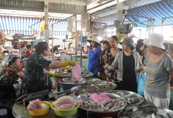 Chợ truyền thống giảm mãi lực: Nhiều tiểu thương ngưng kinh doanh  ảnh 1