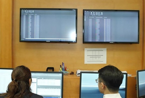 Investors during a trading session on the HCM Stock Exchange. (Photo: VNA)