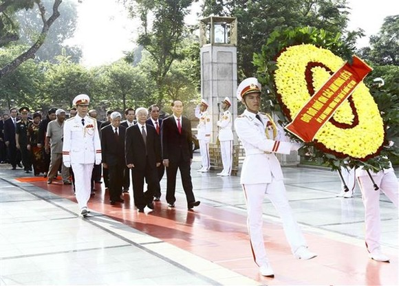 National leaders pay tribute to late leader, martyrs on National Day (Photo: VNA)