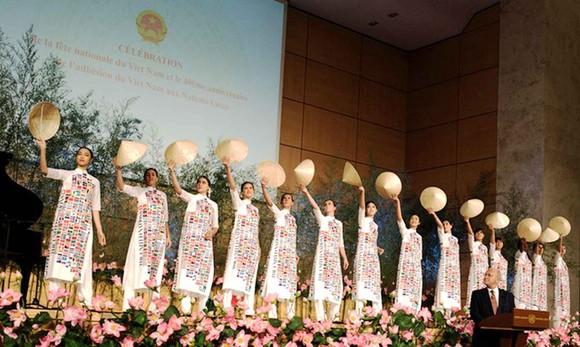 Brocade Ao Dai presented in Geneva