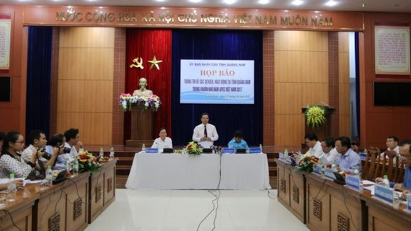 Vice Chairman of the provincial People's Committee, Le Van Thanh speaks at the press conference on the preparation for the sidelines activities  of the 2017 APEC Summit in Quang Nam.  (Photo: Sggp)