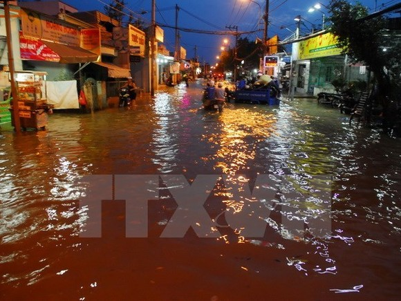 HCM City faces risks from serious flooding caused by rising tides, torrential rains and water discharge (Photo: VNA)