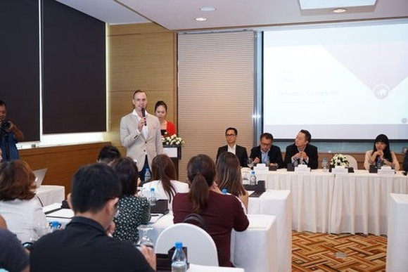 Terry Blackburn, founder and Managing Director of the PropertyGuru Asia Property Awards, answers media's questions at the launching ceremony. (Source: VNA)