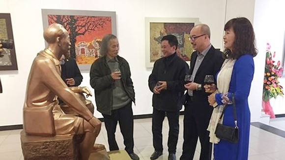 Visitors in the opening ceremony of the exhibition