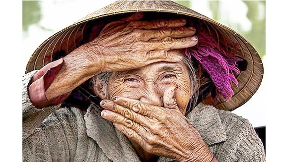 """The photo """"Hidden Smile"""" by French photographer Réhahn Croquevielle"""