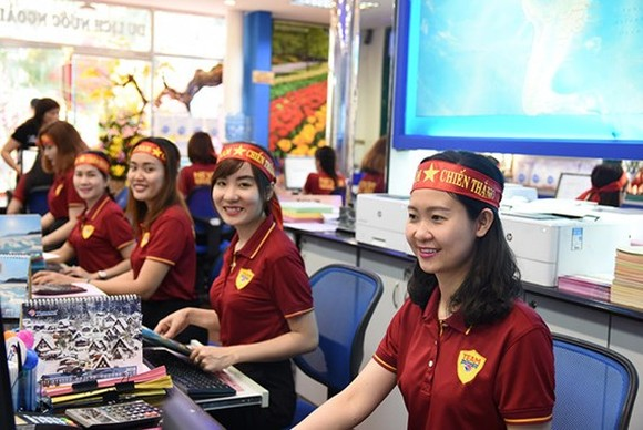 Many travel agents in VN have received a large number of tour bookings to China to support the Vietnam national U23 football team. (Photo: Sggp)