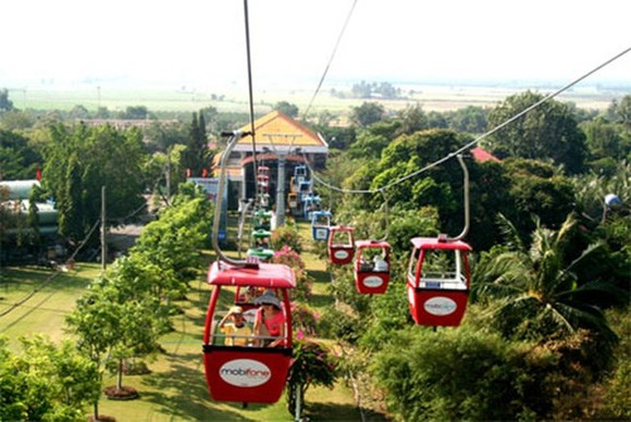 Cable car at Ba Den Mountain national tourism site. (Photo: dantri.com.vn)