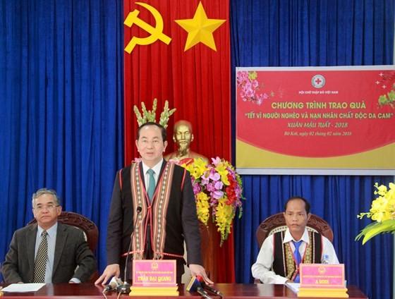 President Tran Dai Quang visits Ro Koi commune in Kon Tum province's Sa Thay district. (Photo: Sggp)