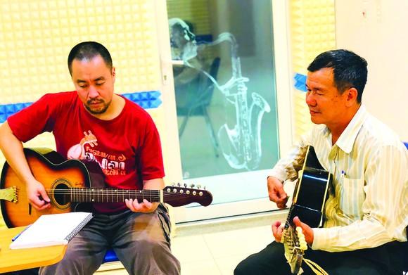 Junichi Usui and Meritorious Artist Huynh Khai