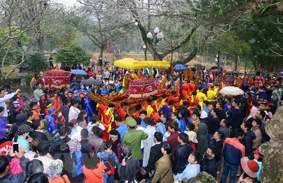 A procession at Giong Festival of Soc Temple in Soc Son district, Hanoi (Photo: VNA)