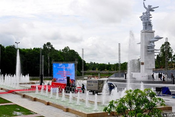 The victory monument at Dong Loc T-Junction (Photo: SGGP)