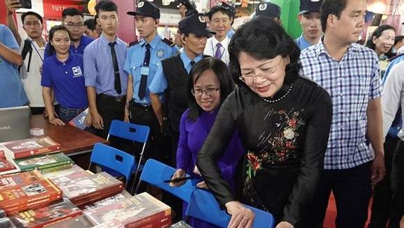 Vice President Dang Thi Ngoc Thinh attends the opening ceremony of the 10th Ho Chi Minh City Book Festival 2018. (Photo: Sggp)