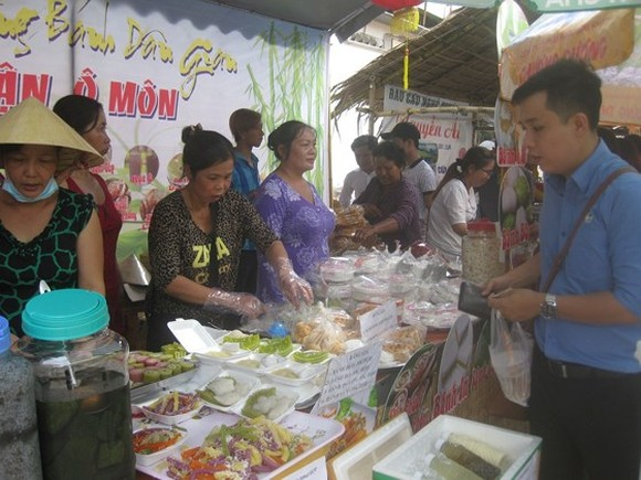 The Southern Folk Cake Festival annualy attracts many visitors. (Photo: Sggp)