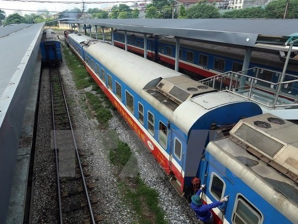Vietnam is considering building a new higher speed rail route connecting Hanoi to the northern border with China to boost two-way trade (Photo: hanoimoi.vn)