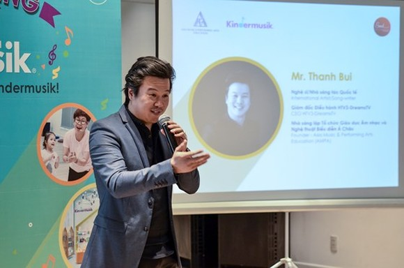 Australian-Vietnamese Musican Thanh Bui, founder of the AMPA Education speaks at the launching ceremony of Kindermusik Vietnam. (Photo: Sggp)
