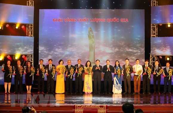 Fifteen enterprises won the National Quality Gold Awards for 2017 (Photo: VNA)