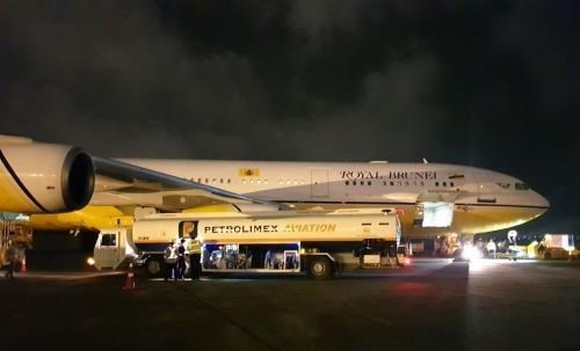 The Petrolimex Aviation Fuel JSC will ensure the fuel supply at all 26 airports in Vietnam under its five-year development strategy (Photo: Petrolimex Aviation)