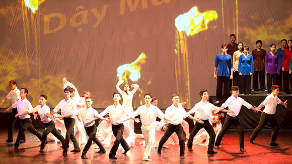 HBSO presents dance performance marking 128th birth anniversary of Uncle Ho